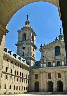 Patio del Monasterio del Escorial cerca de Madrid