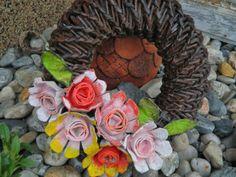 Tvoření od IVETULE: Kytičky z plata od vajec II. Grapevine Wreath, Burlap Wreath, Diy Flowers, Grape Vines, Floral Wreath, Wreaths, Projects, Blog, Home Decor