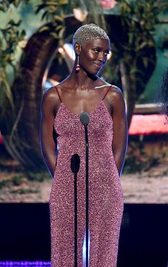"""capacity: """"accras: """"Jodie Turner-Smith onstage at the 2019 BET Awards, """" The Charlie's angels casting agent missed out """" ^^^^ Natural Hair Styles, Short Hair Styles, Dark Skin Beauty, Black Beauty, Beautiful Black Girl, Brown Skin Girls, Black Girl Aesthetic, Black Girl Fashion, African Beauty"""