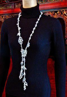 Trailing Vine Freeform Lariat Necklace Crochet pattern by Vashti Braha Crochet Cord, Crochet Stitches, Crochet 101, Freeform Crochet, Crochet Ideas, Crochet Projects, Knitting Patterns, Crochet Patterns, Yarn Twist
