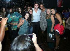 Ex-BBB Marcelo Zagonel recebe amigos, fãs e familiares em festa