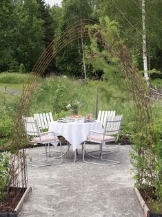 〚Lovely summer cottage on an old farm in Sweden〛 ◾ Photos ◾ Ideas◾ Design Outdoor Dining Set, Outdoor Furniture Sets, Outdoor Decor, Old Farm, Porch Swing, The Great Outdoors, Cottage, Patio, Garden