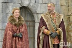 """Reign -- """"Long Live the King"""" -- Image Number: RE121a_0114.jpg -- Pictured (L-R): Megan Follows as Queen Catherine and Alan Van Sprang as King Henry -- Photo: Ben Mark Holzberg/The CW -- © 2014 The CW Network, LLC. All rights reserved."""