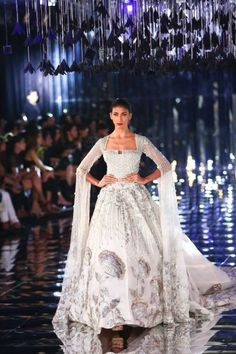 All roads led to Taj Palace yesterday because Manish Malhotra unveiled his 2017 couture collection amongst a set of mirrors, black paper roses and a metallic ramp. We actually got a chance to go backs. Pakistani Couture, Pakistani Bridal Wear, Indian Couture, Indian Wedding Gowns, Indian Dresses, Indian Outfits, Mode Bollywood, Bollywood Fashion, Diwali Fashion