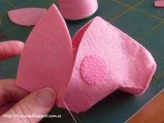 Peppa Pig Faça você mesma - Molde 6 Molde Peppa Pig, Peppa Pig Doll, Peppa E George, George Pig, Peppa Big, Fleece Hat Pattern, Pig Family, Pig Party, Sewing Toys