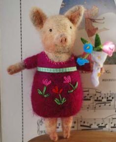 very cute needle felted piggy :) Pig Crafts, Felt Crafts, This Little Piggy, Little Pigs, Wet Felting, Needle Felting, 3d Figures, Cute Piggies, Piglets