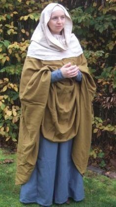 SCA Garb Ælfgyva, The Mystery Lady of The Bayeux Tapestry - Anna Belfrage Bunk Beds For Your New Pla Anglo Saxon Clothing, Medieval Clothing, Women's Clothing, Medieval Gown, Medieval Costume, Medieval Life, Historical Costume, Historical Clothing, Anglo Saxon History
