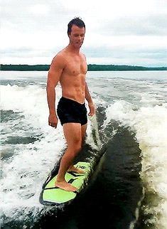 Pin for Later: 19 Reasons Chicago Blackhawks Captain Jonathan Toews Should Be Your Hockey Crush First of All, Here He Is Shirtless