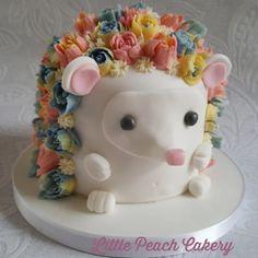 Hedgehog cake tutorial – Little Peach Cakery Funfetti Kuchen, Funfetti Cake, Maderia Cake, Octopus Cake, Hedgehog Cake, Hedgehog Birthday, Cake Structure, Bee Cakes, Smooth Cake