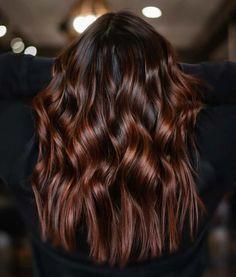Chocolate Auburn Hair, Pelo Chocolate, Brown Auburn Hair, Dark Chocolate Brown Hair, Hair Color Auburn, Brown Hair Colors, Brown Hair Auburn Highlights, Colored Highlights Hair, Brown Hair With Copper Highlights