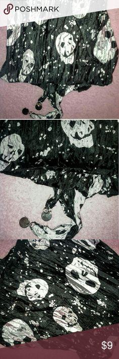 Diamond shaped skulls scarf New. Geometric diamond shaped scarf with skulls. Accessories Scarves & Wraps