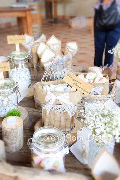 Tavolo confettata e bomboniere in stile country, con garofani, gypsophila, e legno di betulla. A country chic sweet table. ☘️