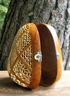 Gourd latching basket