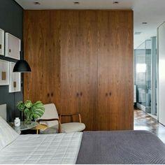 Armário de madeira fazendo as vezes de parede para separar cômodos