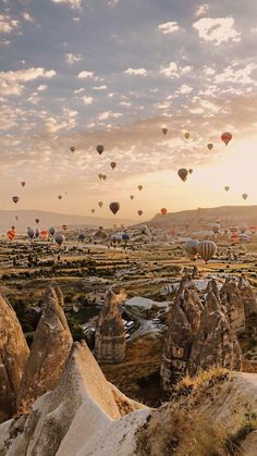 The answer to Where is Cappadocia in Turkey and what can you do in this magnificent region? How to get to Cappadocia and everything to know. Aesthetic Backgrounds, Aesthetic Wallpapers, Nature Photography, Travel Photography, Photography Tips, Portrait Photography, Beautiful Places To Travel, Amazing Places, Travel Aesthetic