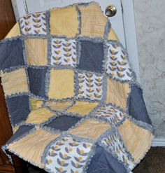 Yellow and Gray Glimma Gender Neutral Baby Rag quilt Rag Quilt Patterns, Applique Quilts, Quilting Ideas, Crochet Patterns, Rag Quilt Instructions, Puffy Quilt, Sunflower Quilts, Baby Rag Quilts, Yellow Quilts
