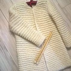 Free Aran Knitting Patterns, Ladies Cardigan Knitting Patterns, Crochet Poncho Patterns, Diy Crochet Cardigan, Knit Cardigan, Knit Crochet, Tricot Baby, Diy Crafts Knitting, Knitted Coat