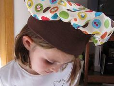 Twelve Crafts Till Christmas: pretend and play restaurant set: child's chef hat tutorial.FREE TUTORIAL, YES! Hat Patterns To Sew, Kids Patterns, Sewing Patterns Free, Free Sewing, Apron Patterns, Dress Patterns, Knitting Patterns, Chef Hats For Kids, Kids Hats