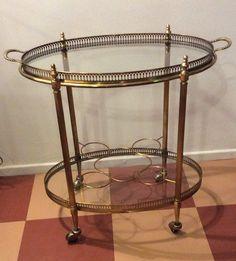 siro tarjoiluvaunu 70 luvulta Napoleon III tyyliä . messinkiä ja kuparia . ylätasoa voi käyttää tarjottimena . alatasossa pullopidikkeet . korkeus 59cm . leveys 62.5cm . syvyys 36cm . #kooPernu