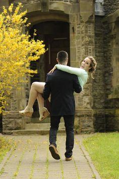 Wedding and Engagement photo ideas -- www.mommyzoid.com