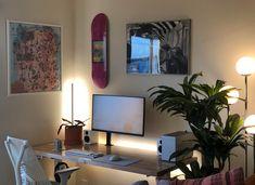 Computer Gaming Room, Computer Desk Setup, Gaming Room Setup, Pc Setup, Home Office Setup, Home Office Design, Room Ideas Bedroom, Boys Room Decor, Minimal Desk