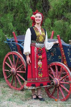 most colorful. Greek Costumes, Beautiful Costumes, Folk Costume, Amazing People, Eastern Europe, Fashion History, Traditional Outfits, Medieval, Colorful