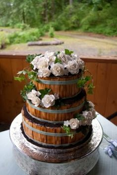 Country style wedding cake adorable :)