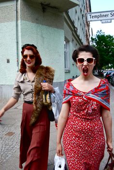 Loving the darling on the left's outfit! palazzo pants, silky blouse, and a fox fur. I say yes!