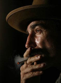 Daniel Day-Lewis for There Will Be Blood,Directed by Paul Thomas Anderson.2007