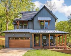 Farmhouse designs are commonly loved by those who still hold old family tradition strongly. Modern Farmhouse Exterior Design Ideas for Stylish but Simple Look Modern Farmhouse Exterior, Farmhouse Style, Farmhouse Decor, Urban Farmhouse, Exterior House Colors, Exterior Design, Exterior Paint, House With Porch, Metal Roof