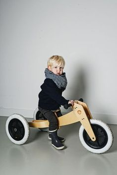 This awesome toy bike is perfect for any boy or girl. We love this for its sleek design and simplicity. Kids will love this too! Woodworking For Kids, Woodworking Toys, Wood Bike, Christmas Toys, Christmas 2016, Little Boy Fashion, Kids Wood, Modern Kids, Wooden Crafts