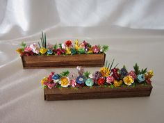 My Miniatures Journal: Spring's Here! My Miniatures Journal: Spring's Here! 3d Quilling, Quilling Dolls, Paper Quilling Earrings, Quilled Roses, Paper Quilling Patterns, Quilled Paper Art, Quilling Jewelry, Quilling Paper Craft, Quilling Flowers