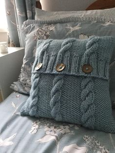 3 Cables Cushion Cover Knitting pattern by The Lonely Sea - Heather C - Cushions Knitted Cushion Pattern, Knitted Cushion Covers, Knitted Cushions, Knitting Projects, Crochet Projects, Knitting Patterns, Sewing Projects, Crochet Patterns, Cable Knitting