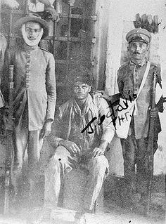 A PRISÃO DO CANGACEIRO JARARACA            DATA DA FOTO:  1927             FOTÓGRAFO: Desconhecido.             LOCAL: Mossoró, CE, Bras...