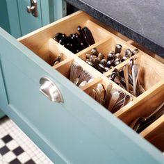 De volta ao assunto do momento: Otimizar espaço e organizar a cozinha. Este é um território delicado na maioria dos lares, pois acaba sempr...