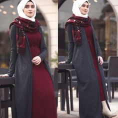 maroon dress with long vest-Top hijab fashion looks – Just Trendy Girls Hijab Casual, Hijab Style, Hijab Chic, Casual Dresses, Hijab Fashion Summer, Abaya Fashion, Muslim Fashion, Fashion Dresses, Fashion Looks