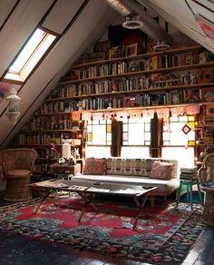 Mur de livre et bibliothèque murale sous les combles