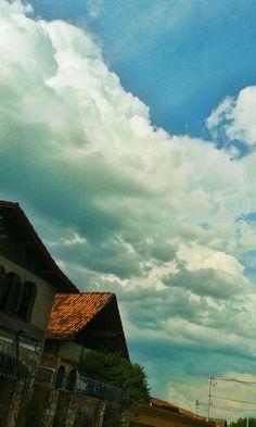 Olhe para o céu, veja aquelas nuvens & viva o impossível...