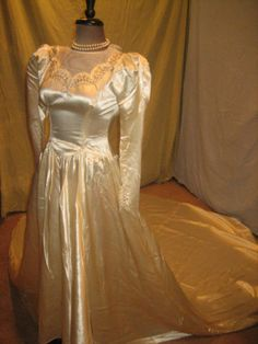 Vtg 1940s WWII Thick Satin Ivory Mesh Beaded Cathedral 8 ft Train Wedding Dress | eBay