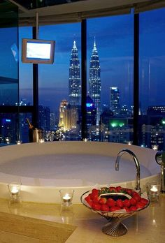 Breathtaking view, chocolate and strawberries, bubble bath....yes please! ;)                                                                                                                                                      More