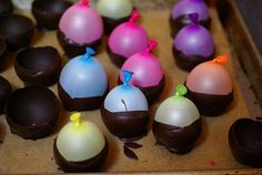 Dip BALLOONS in melted chocolate to get chocolate bowls! So clever!