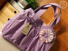 : : Petit Lils : : (Gizoca) Tags: flower bag purple crafts flor artesanato fabric bolsa handbag petit tecido lils gipottker