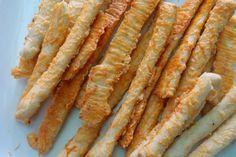 Κριτσίνια με τυρί – tselemedes.gr Savoury Biscuits, Cheese Biscuits, Sweet And Salty, Bread Recipes, Bacon, Appetizers, Food And Drink, Favorite Recipes, Cooking