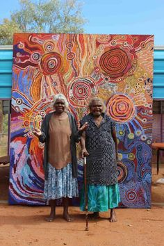 Article on Indigenous Art and Atists. The artists painting their Indigenous songlines to stay healthy and strong Indigenous Australian Art, Indigenous Art, Australian Artists, Aboriginal Art Australian, Aboriginal Painting, Aboriginal Artists, Aboriginal People, Australian Painting, Inspiration Art