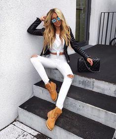 #timberlandoutfits usar calça branca, meia e blusa preta c/bota