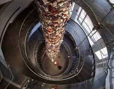 A 34-foot Pillar of 15.000 Books || Skyscraping tower of Abraham Lincoln books.