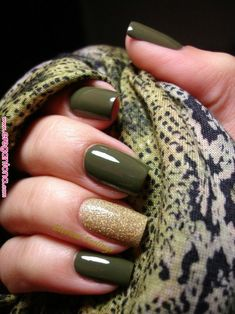 The 100 Trending Early Spring Nails Art designs and colors are so perfect for 20 - 100 Perfect Winter Nails For The Holiday Season - Spring Nail Art, Winter Nail Art, Spring Nails, Fall Nails, Winter Nails Colors 2019, Summer Nails, Green Nail Art, Green Nails, Green Art