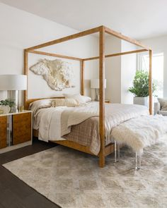 Some serious room inspo! Loloi's Sandro collection rug ties into this bedroom decor seamlessly.
