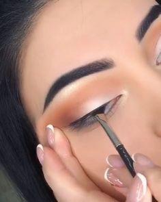 30 Amazing Party Makeup Looks to Try this Holiday Season Spring Eye Makeup, Purple Eye Makeup, Makeup With Red Lipstick, Dark Lipstick, Lipstick Colors, Eyebrow Makeup, Skin Makeup, Eyeshadow Makeup, Party Makeup Looks