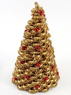 Choinka z makaronu pozłacana - falbanki 20 cm - Her Crochet Fabric Christmas Trees, Outdoor Christmas Decorations, Diy Christmas Ornaments, Christmas Wreaths, Halloween Decorations, Christmas Arts And Crafts, Christmas Crafts, Crochet Christmas, Pasta Crafts
